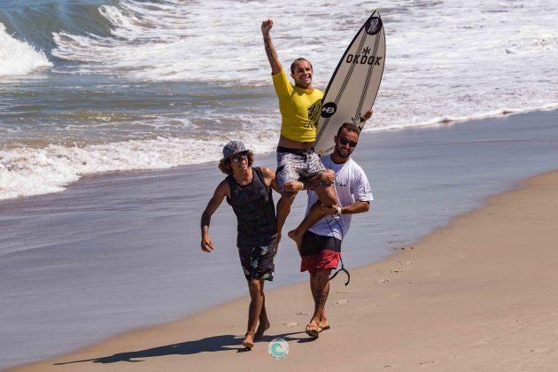Italo Conceição, MCD 30 Pés de Surf Pro/Am, Praia Brava, Matinhos (PR). Foto: Rodrigo Gomes.