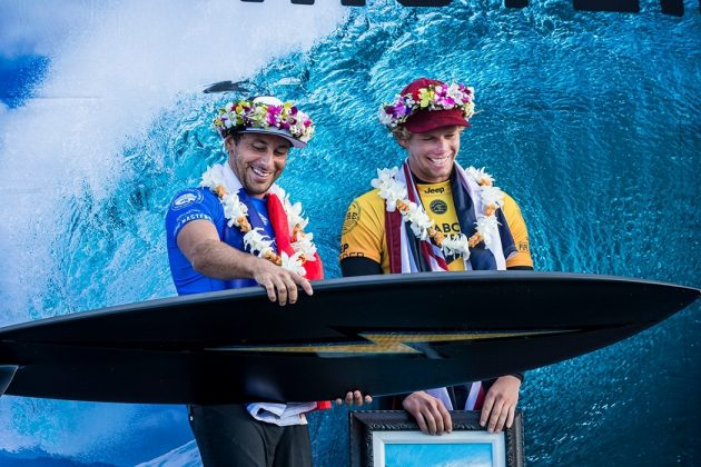 Jeremy Flores e John John Florence, Billabong Pipe Masters 2017, North Shore de Oahu, Havaí. Foto: WSL / Poullenot.