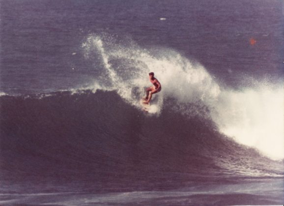 Taiu Bueno, Sunset Pro Trials, Havaí, 1983. Foto: Paul Cohen.