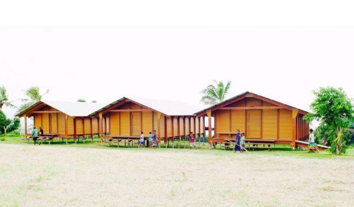 Casas construídas em Vanuatu, atingida e devastada pelo ciclone Pam, em 2017.  Wood Plastic Composite é o material utilizado. Foto: Reprodução
