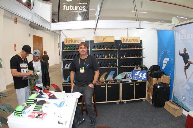 Ruy Jardim, representante da Future Fins no Brasil, sabe da importância da diversidade de quilhas e outros equipamentos para um mercado cada vez mais heterogêneo. Foto: Reprodução.