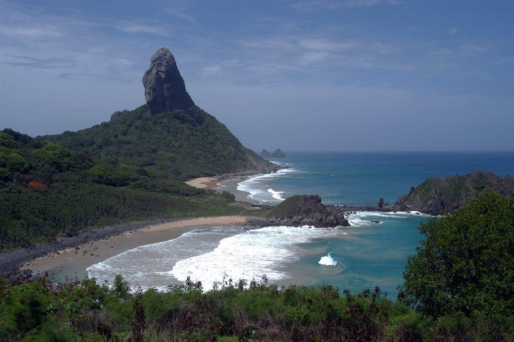 Praias da ilha estão liberadas apenas para uso da população local.