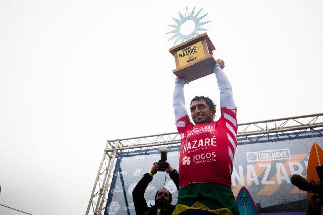 Lucas Chumbinho. Nazaré Challenge 2018, Praia do Norte, Portugal. Foto: WSL / Masurel