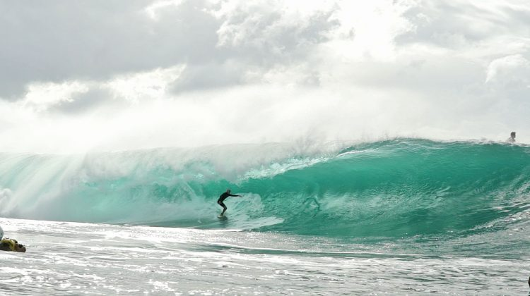 Mikey Bruneau. Pipeline, North Shore de Oahu, Havaí. Foto: Bruno Lemos / Sony Brasil
