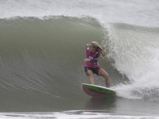 Ana Luiza Romão. Silverbay Catarinense 2018, Praia da Ferrugem, Garopaba. Foto: Basilio Ruy/P.P07