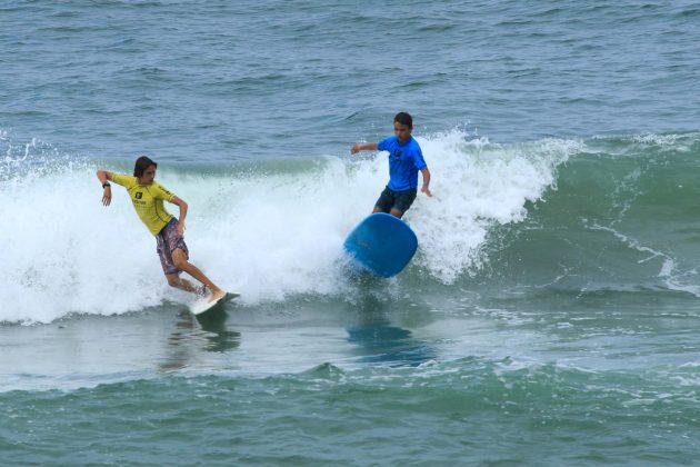 Daniel Ferlin e Pedro Carbone, Fico Surf Festival 2018, praia do Tombo, Guarujá (SP). Foto: Silvia Winik.