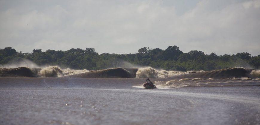 E começava a rodar como um tube machine!, Pororoca do Rio Araguari (AP). Foto: Bruno_Alves.
