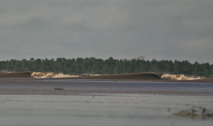 Parece Nias num rio.., Pororoca do Rio Araguari (AP). Foto: Bruno_Alves.