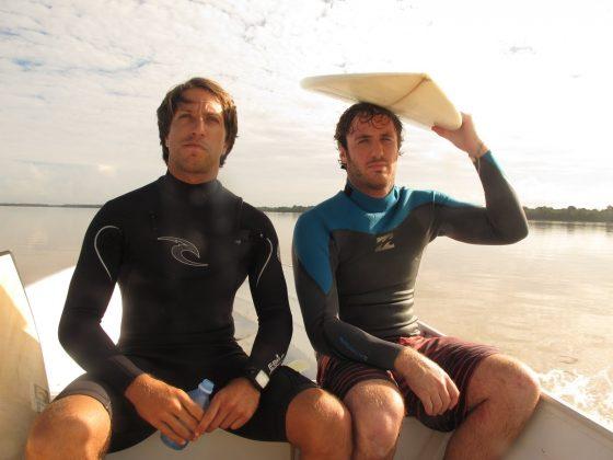Serginho Laus e Derham, Pororoca do Rio Araguari (AP). Foto: Toninho Jr..