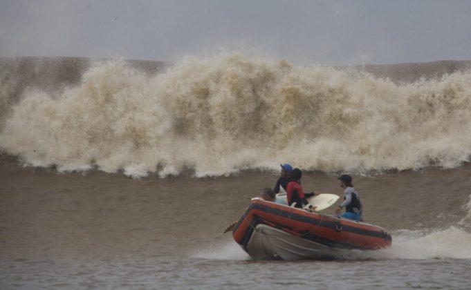 Massa d´água seguindo o nosso bote, Pororoca do Rio Araguari (AP). Foto: Toninho Jr..