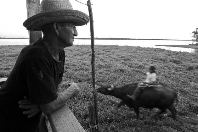 Nativos ribeirinhos, Pororoca do Rio Araguari (AP). Foto: Bruno_Alves.