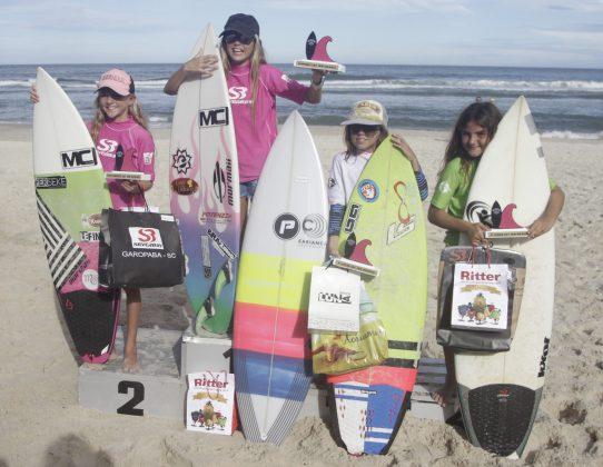 Pódio Feminino Infantil. Foto Basilio Ruy- P.P07. Silverbay Catarinense 2018, Praia da Ferrugem, Garopaba. Foto: Basilio Ruy/P.P07
