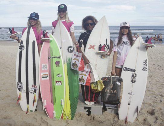 Pódio Feminino Mirim. Silverbay Catarinense 2018, Praia da Ferrugem, Garopaba. Foto: Basilio Ruy/P.P07