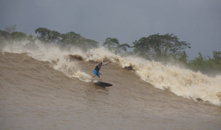 Serginho Laus, Pororoca do Rio Araguari (AP). Foto: Toninho Jr..