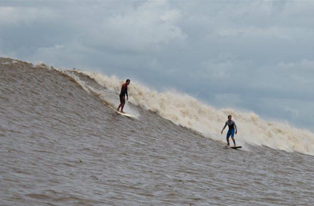 Serginho Laus e Alberto Alves, Pororoca do Rio Araguari (AP). Foto: Toninho Jr..