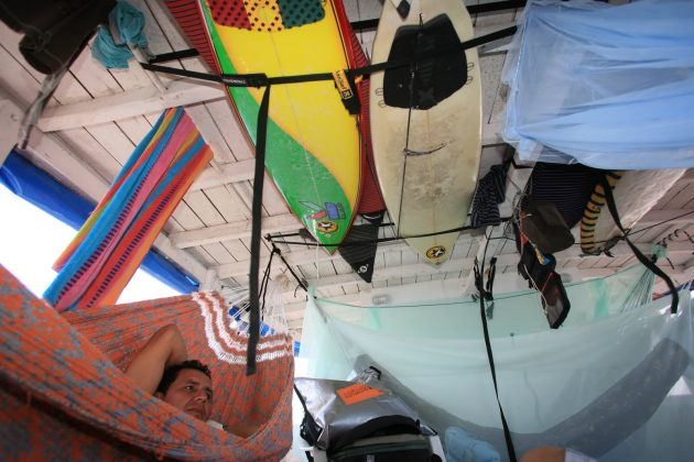 Tipico barco de rede fretado para surfistas, Pororoca do Rio Araguari (AP). Foto: Bruno_Alves.