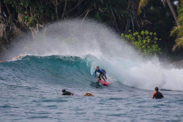 Alicia King. Ilhas Mentawai, Indonésia. Foto: Bruno Veiga / Liquid Eye