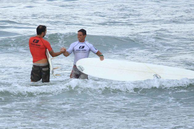 Jaime Viudes e Beto Garcia, Fico Surf Festival 2018, praia do Tombo, Guarujá (SP). Foto: Silvia Winik.