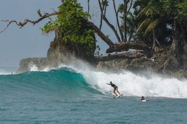 Lucy Elliott. Ilhas Mentawai, Indonésia. Foto: Bruno Veiga / Liquid Eye