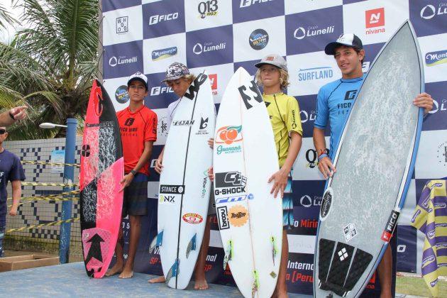 Pódio Mirim, Fico Surf Festival 2018, praia do Tombo, Guarujá (SP). Foto: Silvia Winik.