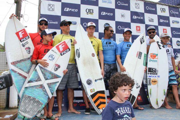 Pódio Pais e Filhos, Fico Surf Festival 2018, praia do Tombo, Guarujá (SP). Foto: Silvia Winik.