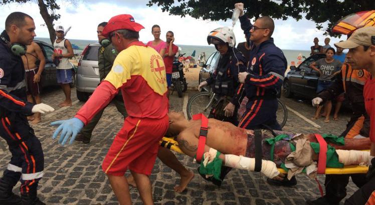 Banhista atacado por tubarão na praia de Piedade, em Jaboatão dos Guararapes (PE)