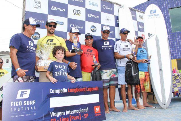 Pódio Longboard, Fico Surf Festival 2018, praia do Tombo, Guarujá (SP). Foto: Silvia Winik.
