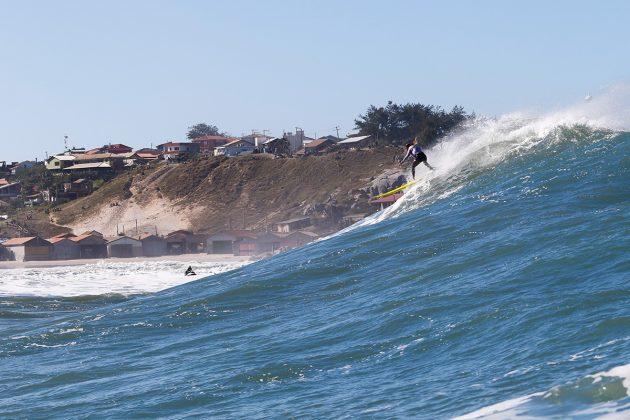 Caio Vaz. Mormaii Big Wave 2018, praia do Cardoso, Farol de Santa Marta (SC). Foto: Sebastian Rojas