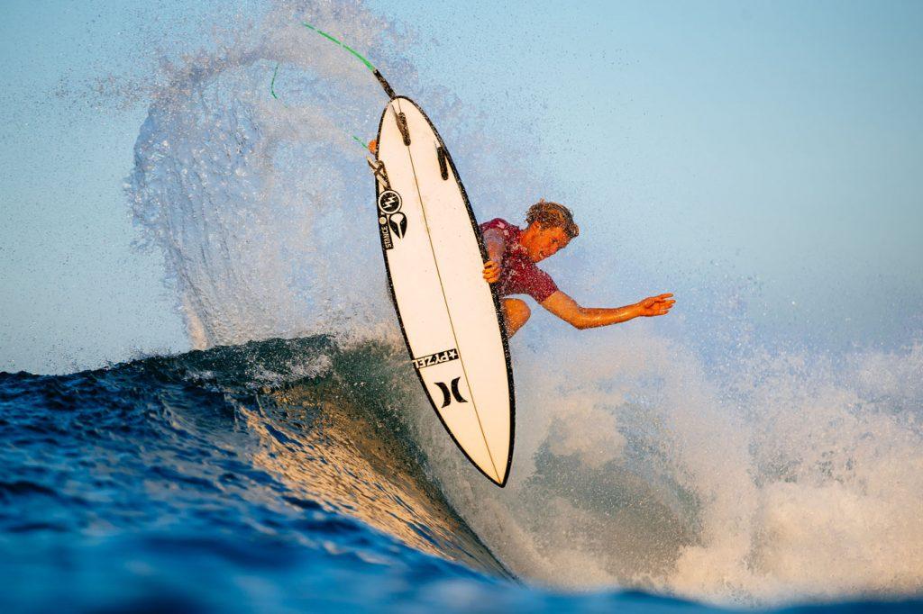 John John Florence pode ficar um ano afastado das ondas.