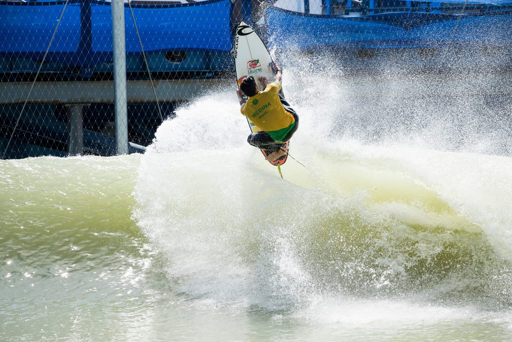 Gabriel Medina dá show no Surf Ranch.