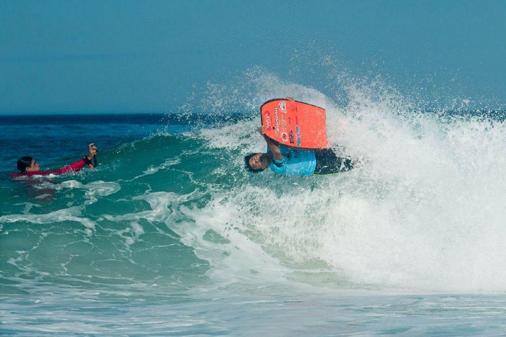 Gugu Barcellos em ação durante a primeira etapa do Rio Bodyboarding Master Series, em Arraial do Cabo.