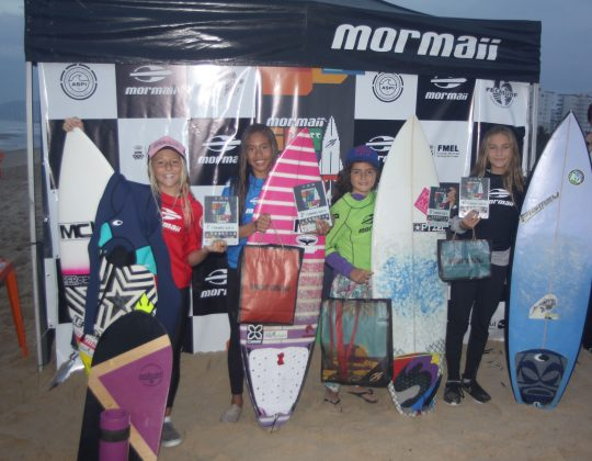 Pódio Feminino Sub 12, Surfuturo Groms 2018, Praia Brava, Itajaí (SC). Foto: Basilio Ruy/P.P07.