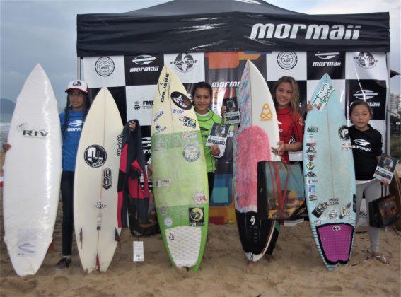 Pódio Feminino Sub 16, Surfuturo Groms 2018, Praia Brava, Itajaí (SC). Foto: Basilio Ruy/P.P07.