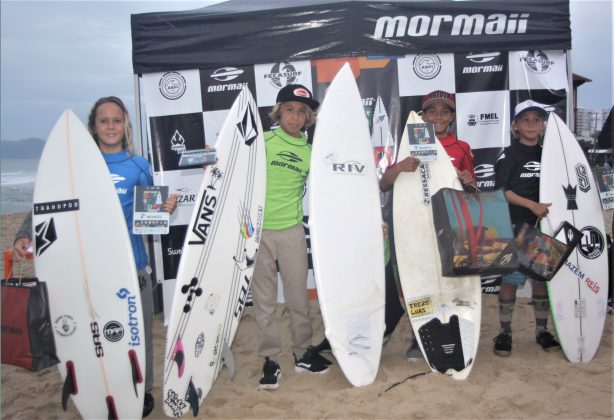 Pódio Iniciantes, Surfuturo Groms 2018, Praia Brava, Itajaí (SC). Foto: Basilio Ruy/P.P07.