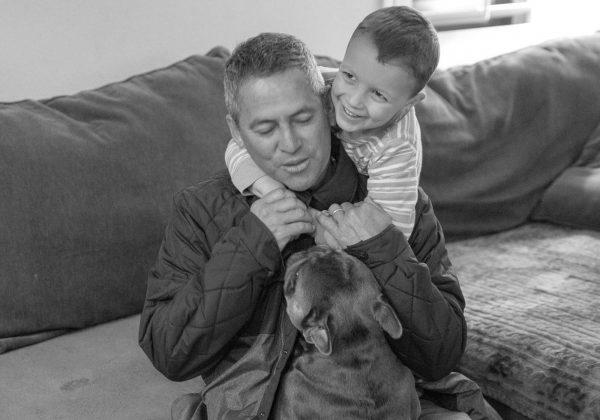 Kay Canavarro, Fabio Gouveia e dog, Califórnia (EUA). Foto: Arquivo pessoal Fabio Gouveia.
