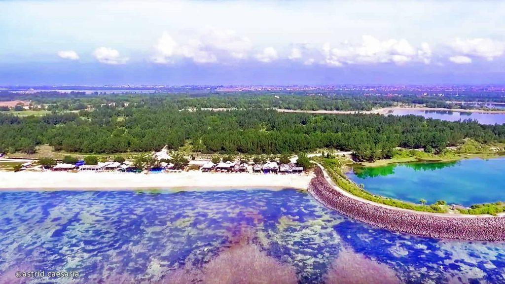 Vista aérea do pico balinês.