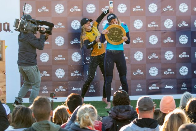 Lakey Peterson e Stephanie Gilmore, Open J-Bay Women´s 2018, Jeffreys Bay, África do Sul. Foto: WSL / Tostee.