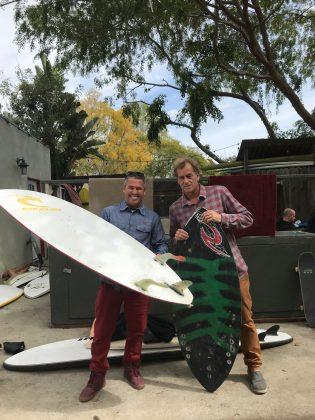 Fabio Gouveia e o ídolo Tom Curren, Califórnia (EUA). Foto: Arquivo pessoal.