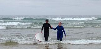Ensinar a mãe a surfar