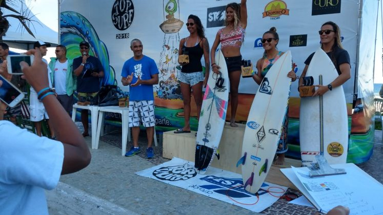 Pódio Feminino Pro, Top Surf Pro 2018, Praia do Forte, Cabo Frio (RJ). Foto: Gugu Netto.