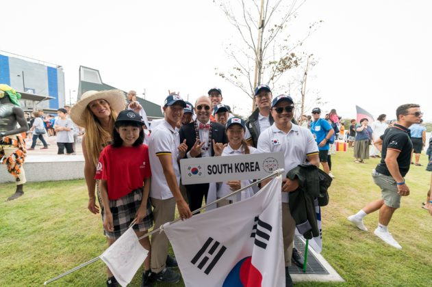 Equipe da Coreia do Sul, Cerimônia de abertura do UR ISA World Surfing Games 2018, Long Beach, Tahara, Japão. Foto: ISA / Sean Evans.