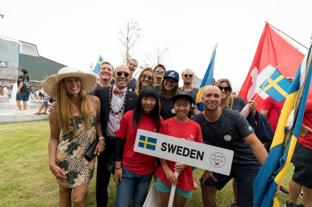 Equipe da Suécia, Cerimônia de abertura do UR ISA World Surfing Games 2018, Long Beach, Tahara, Japão. Foto: ISA / Sean Evans.