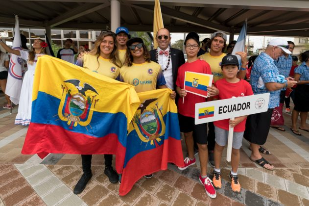 Equipe do Equador. Cerimônia de abertura do UR ISA World Surfing Games 2018, Long Beach, Tahara, Japão. Foto: ISA / Sean Evans