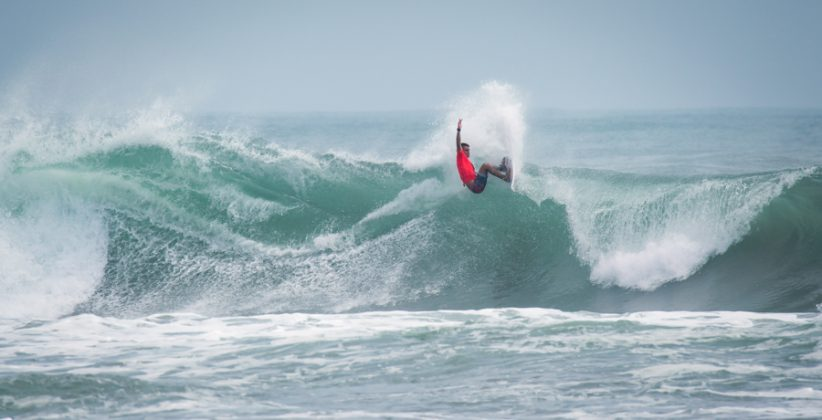 Tomas Tudela, UR ISA World Surfing Games 2018, Long Beach, Tahara, Japão. Foto: ISA / Sean Evans.