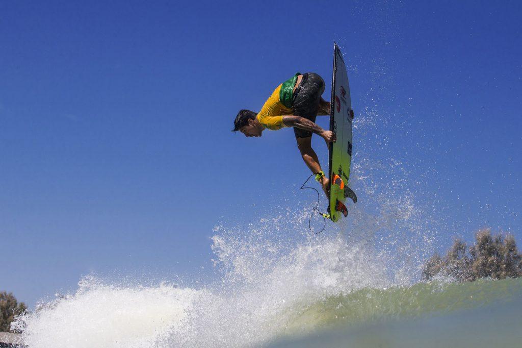 Gabriel Medina tenta manter invencibilidade no Surf Ranch. Foto de arquivo.