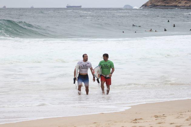 Fabiano Passos e Eduardo Chalita, Itacoatiara Open de Surf 2018, Niterói (RJ). Foto: @surfetv / @carlosmatiasrj.
