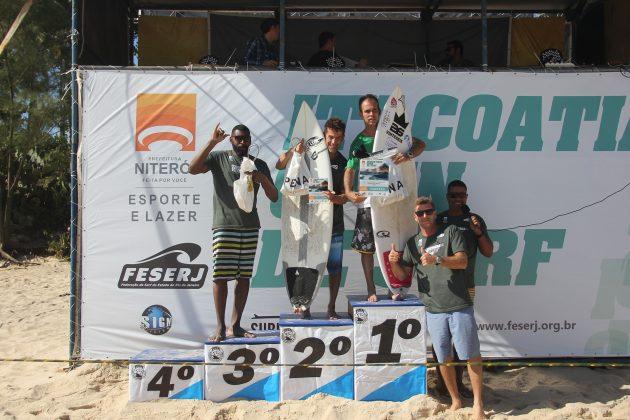 Pódio Surdos, Itacoatiara Open de Surf 2018, Niterói (RJ). Foto: @surfetv / @carlosmatiasrj.