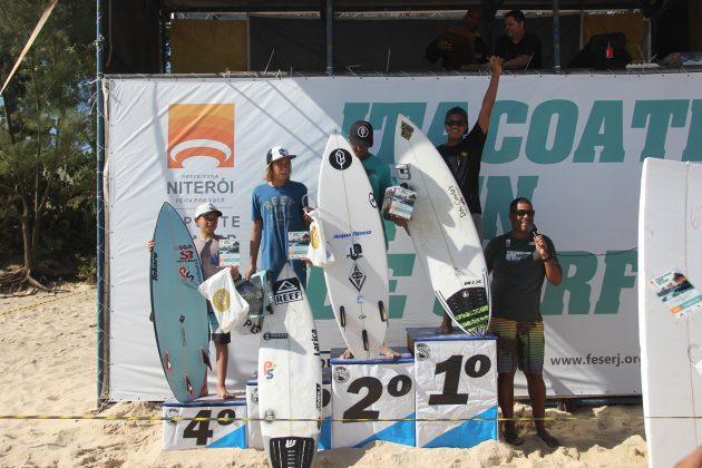 Pódio Mirim, Itacoatiara Open de Surf 2018, Niterói (RJ). Foto: @surfetv / @carlosmatiasrj.