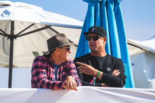 Glenn Hall e Mick Fanning, MEO Rip Curl Pro Portugal 2018, Supertubos, Peniche. Foto: Luca Castro.