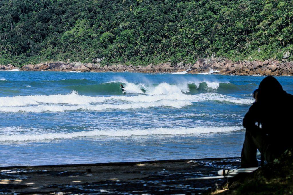 Visual do Guaiúba em um dia de boas ondas.